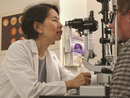 Dra. Emily Chew