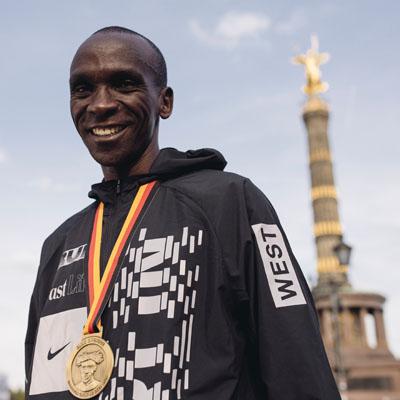 Nike-Eliud Kipchoge, marca mundial de Maraton en Berlin.