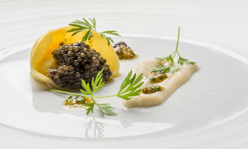 Ravioli de ricotta ahumada con el caviar Petrossian