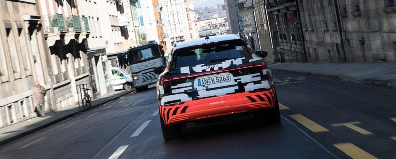 El Audi e-tron prototype en Ginebra en la calle