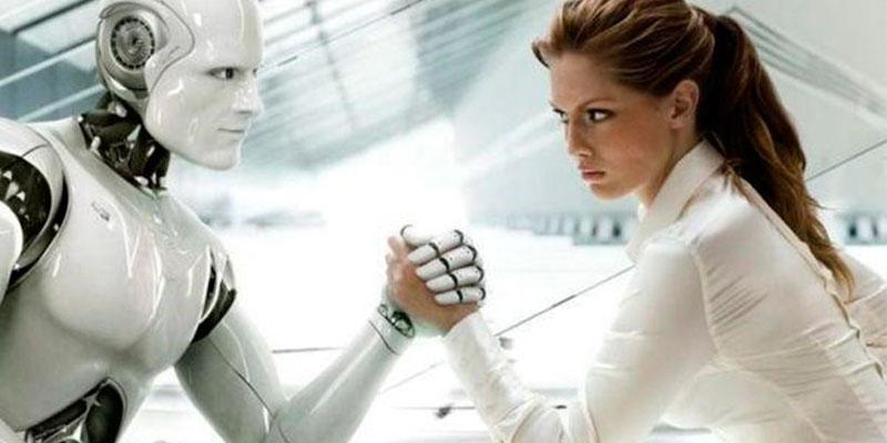 Chica y robot hacen pulso sobre mesa.