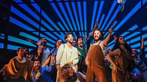 Grupo actoral en 33 el Musical