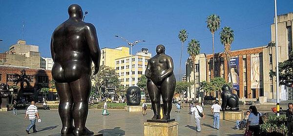Plaza con esculturas de Botero. Medellin