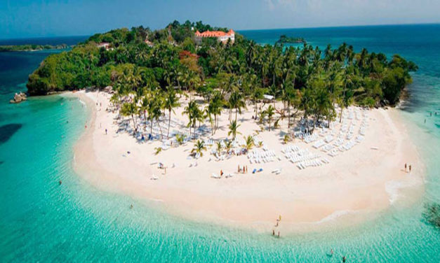 REPÚBLICA DOMINICANA ABRE SU TURISMO