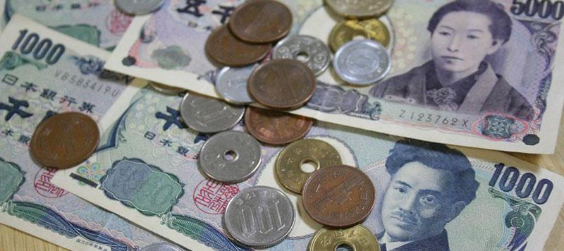 Billetes y monedas de Yenes